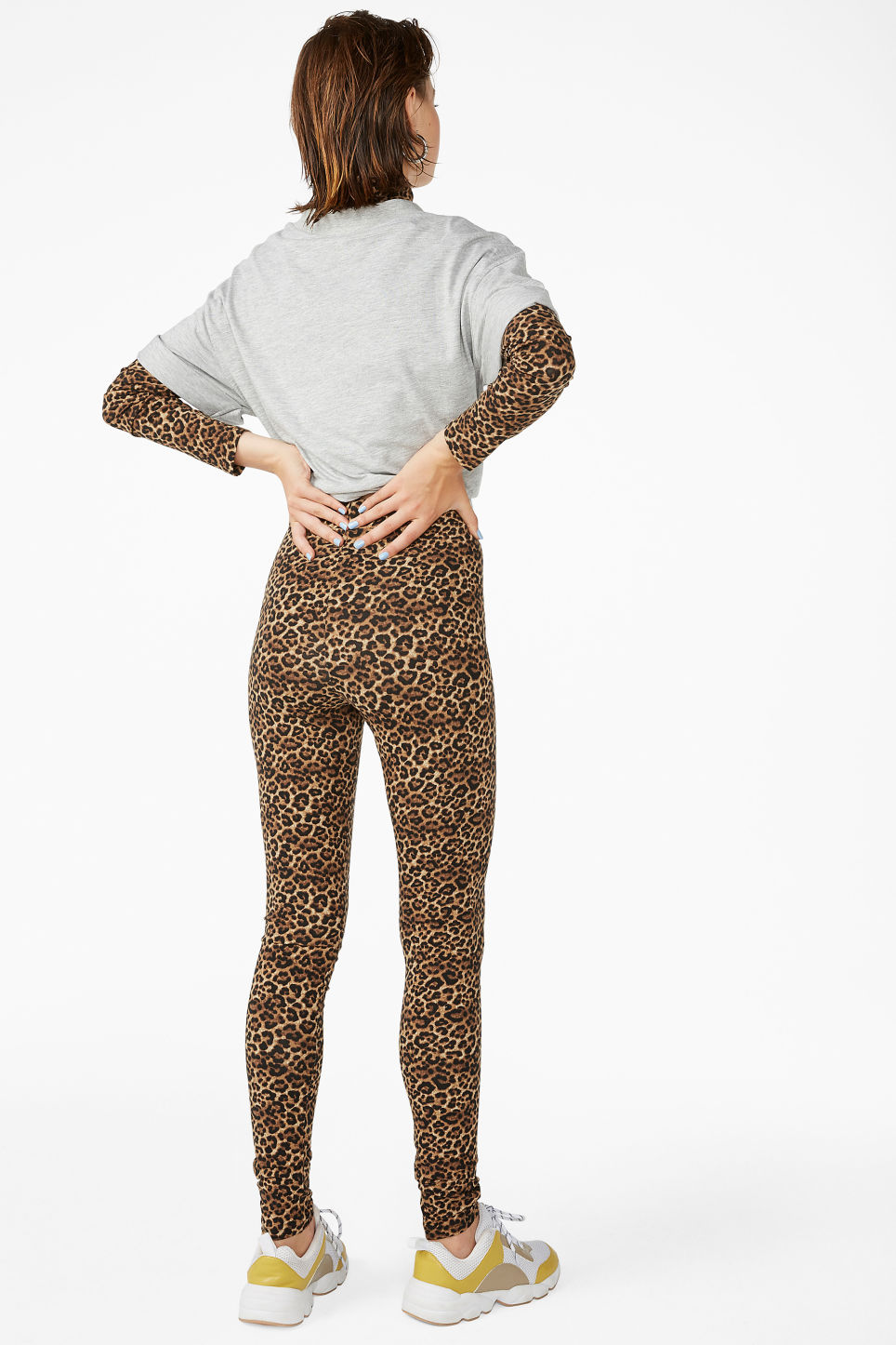 Model back image of Monki comfy leggings in beige