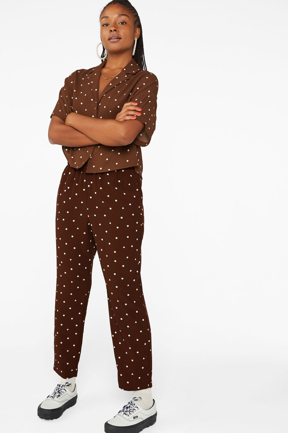 Model front image of Monki flowy trousers  in brown