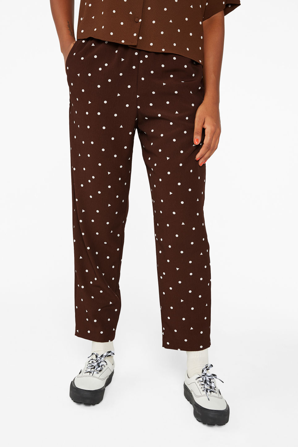 Model side image of Monki flowy trousers  in brown