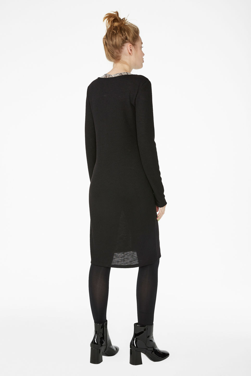 Model back image of Monki button up long- sleeved dress in black