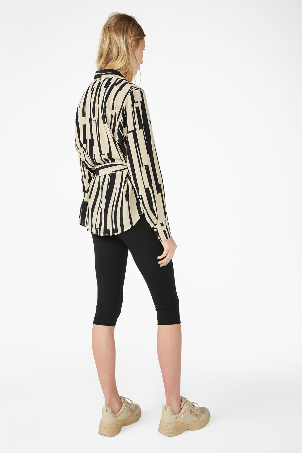 Model back image of Monki tie waist blouse in beige
