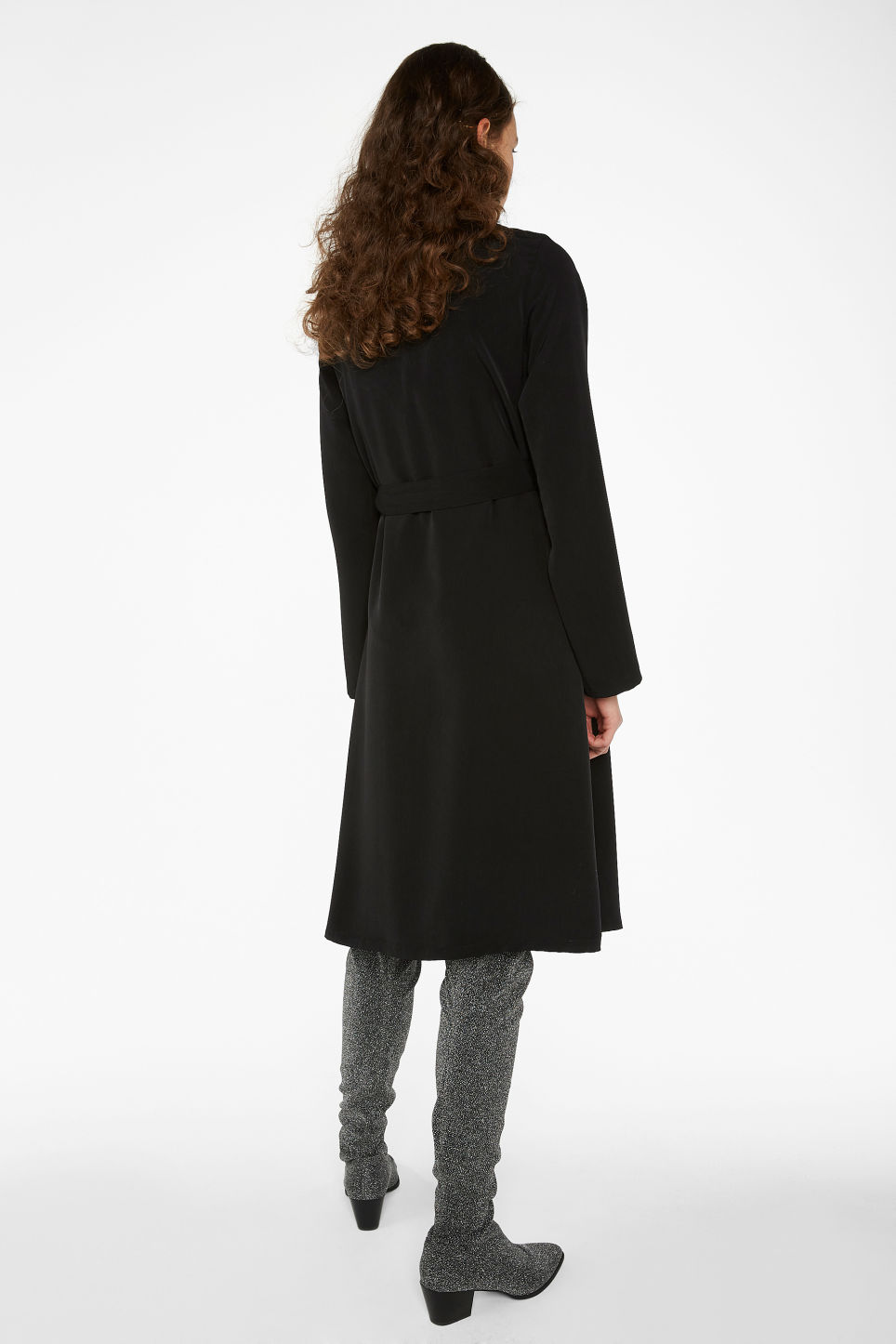 Model back image of Monki v-neck wrap dress in black