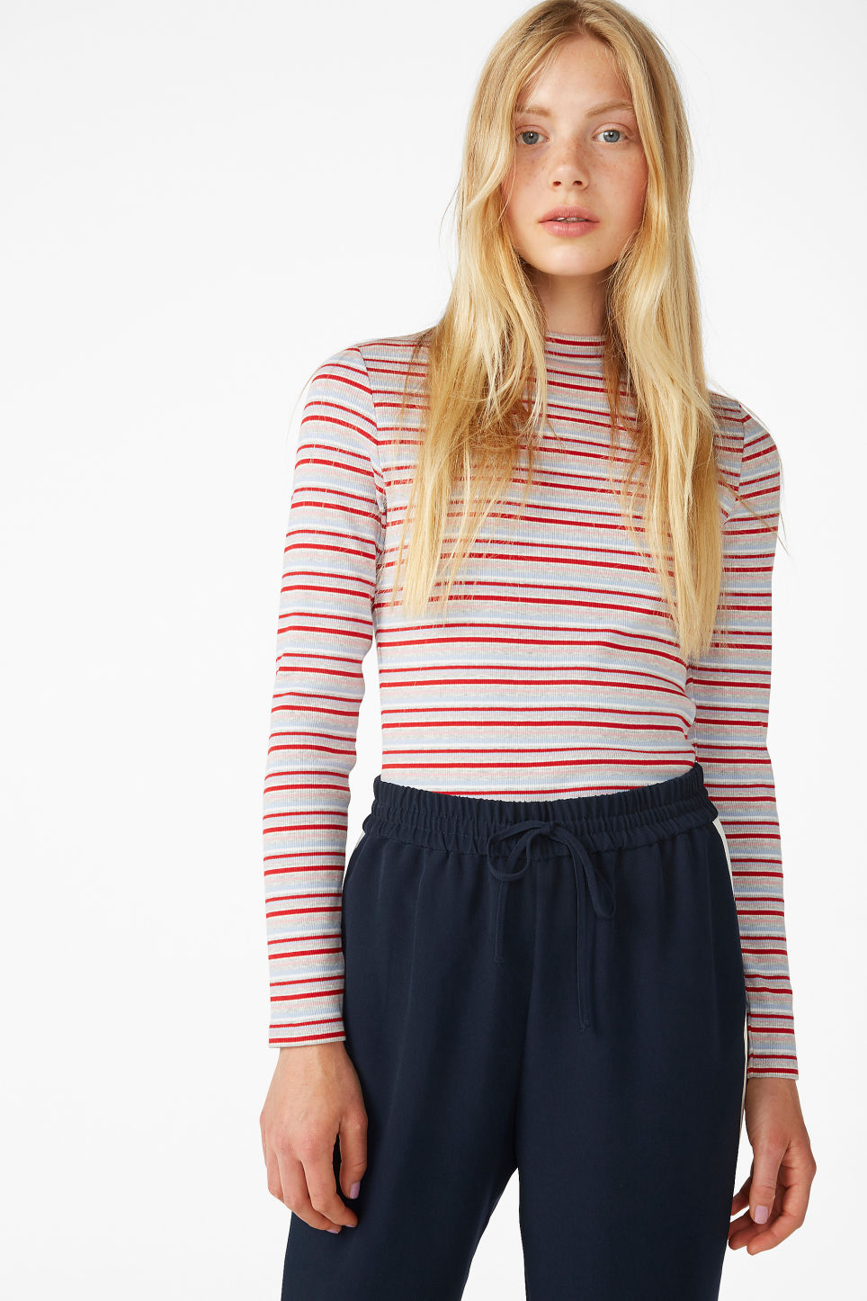 Model front image of Monki classic turtleneck in red