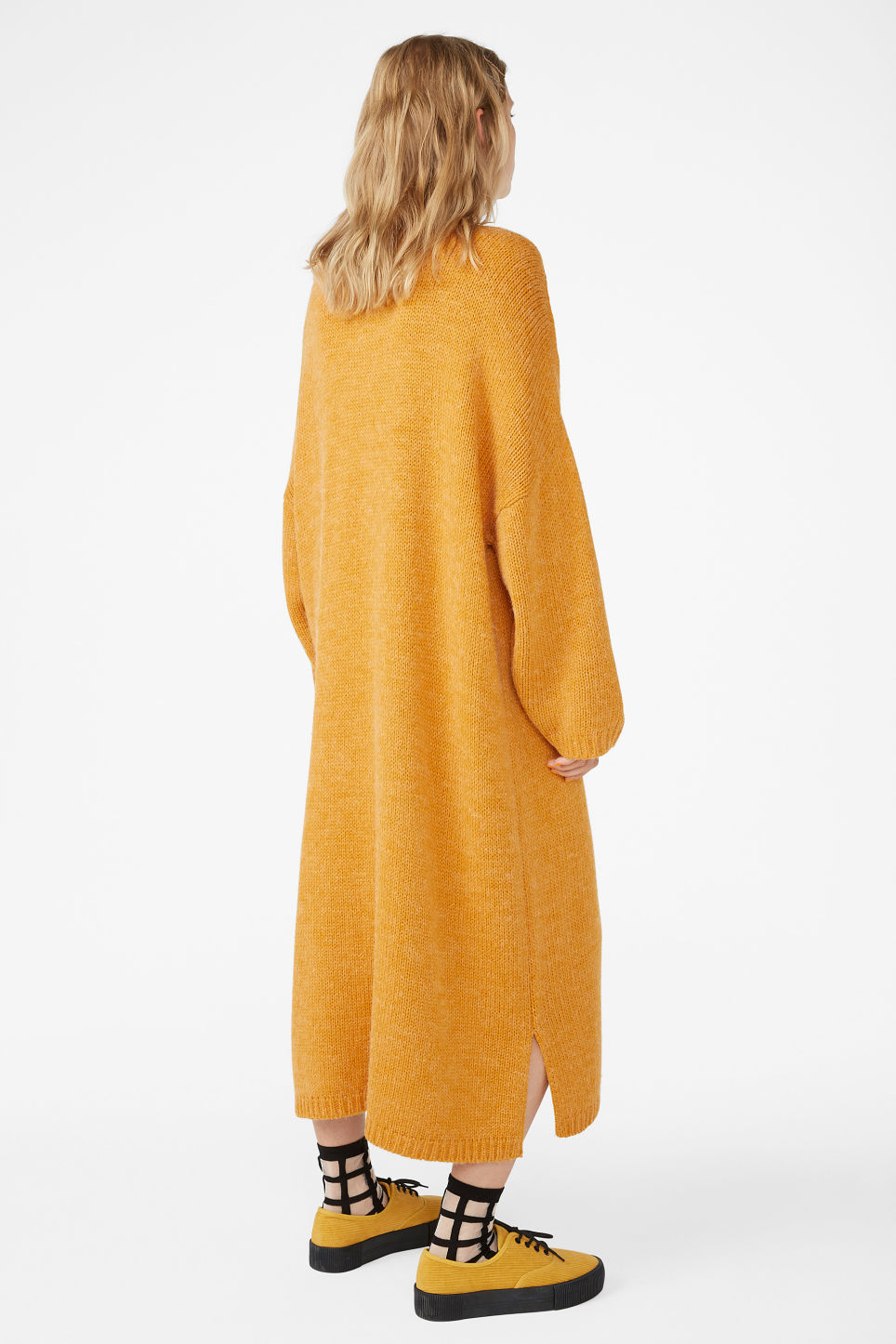 Model back image of Monki  in yellow
