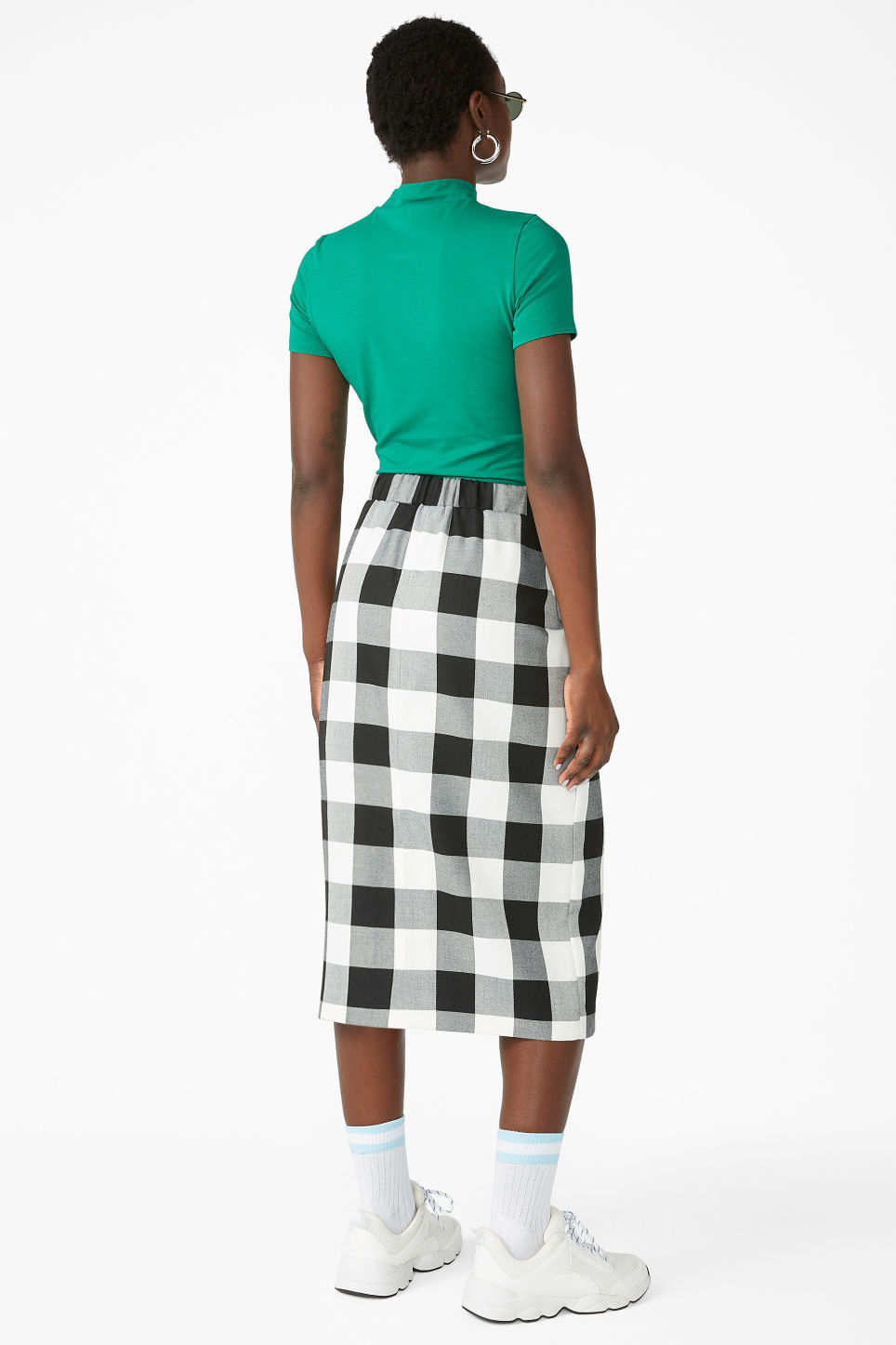 Model back image of Monki checkered midi skirt in white