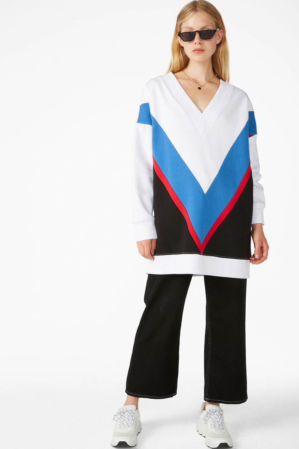 Model front image of Monki v-necked sweater in white