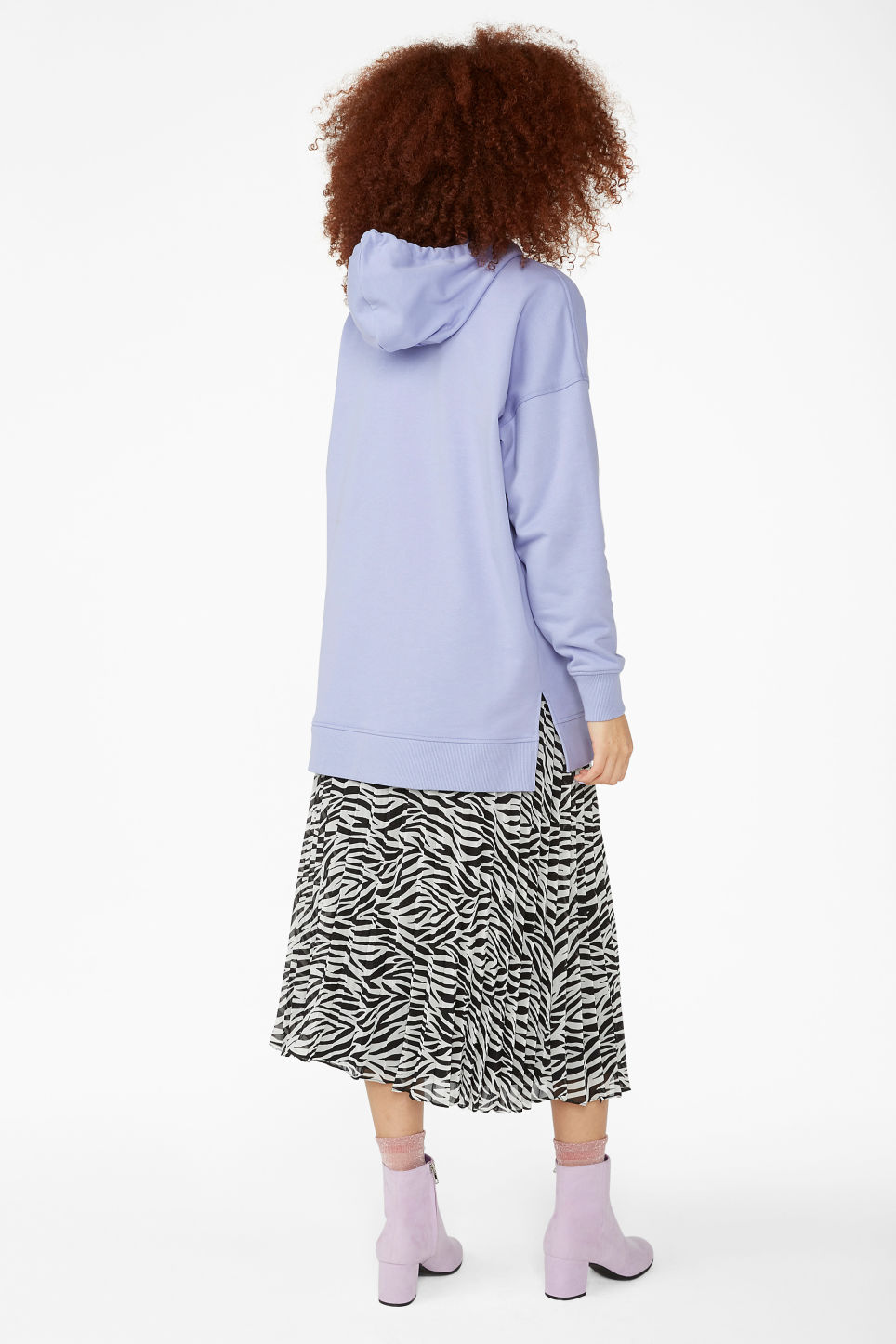 Model back image of Monki long side slit hoodie in purple
