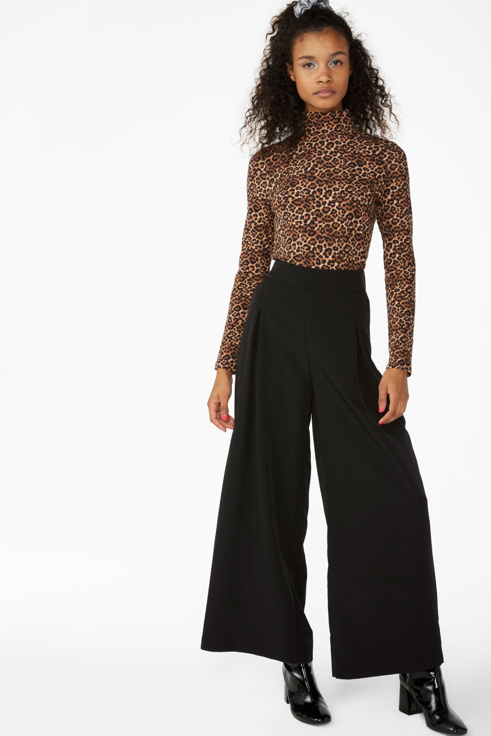 Model front image of Monki wide flowy trousers in black