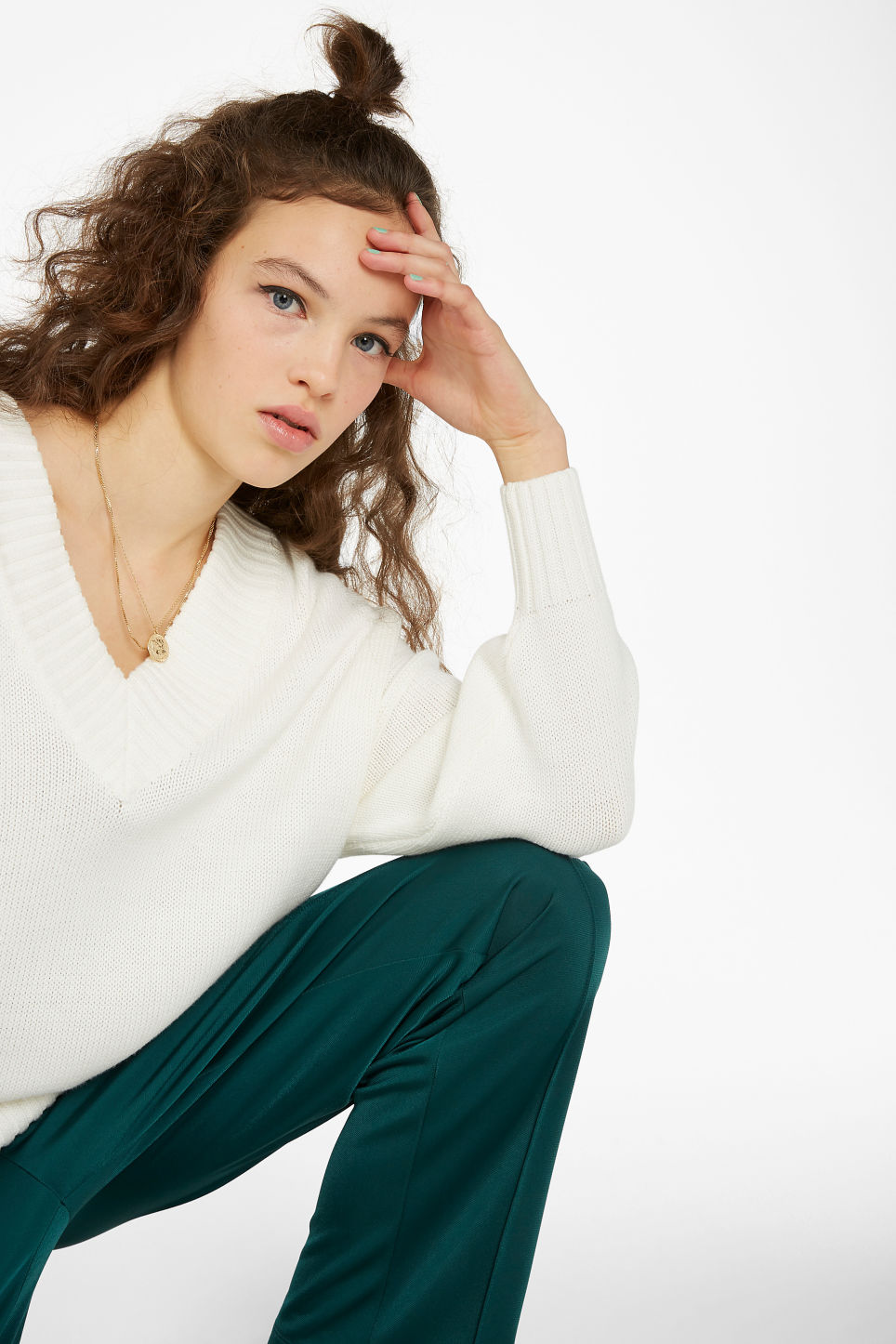 Model front image of Monki knitted v-neck sweater in white