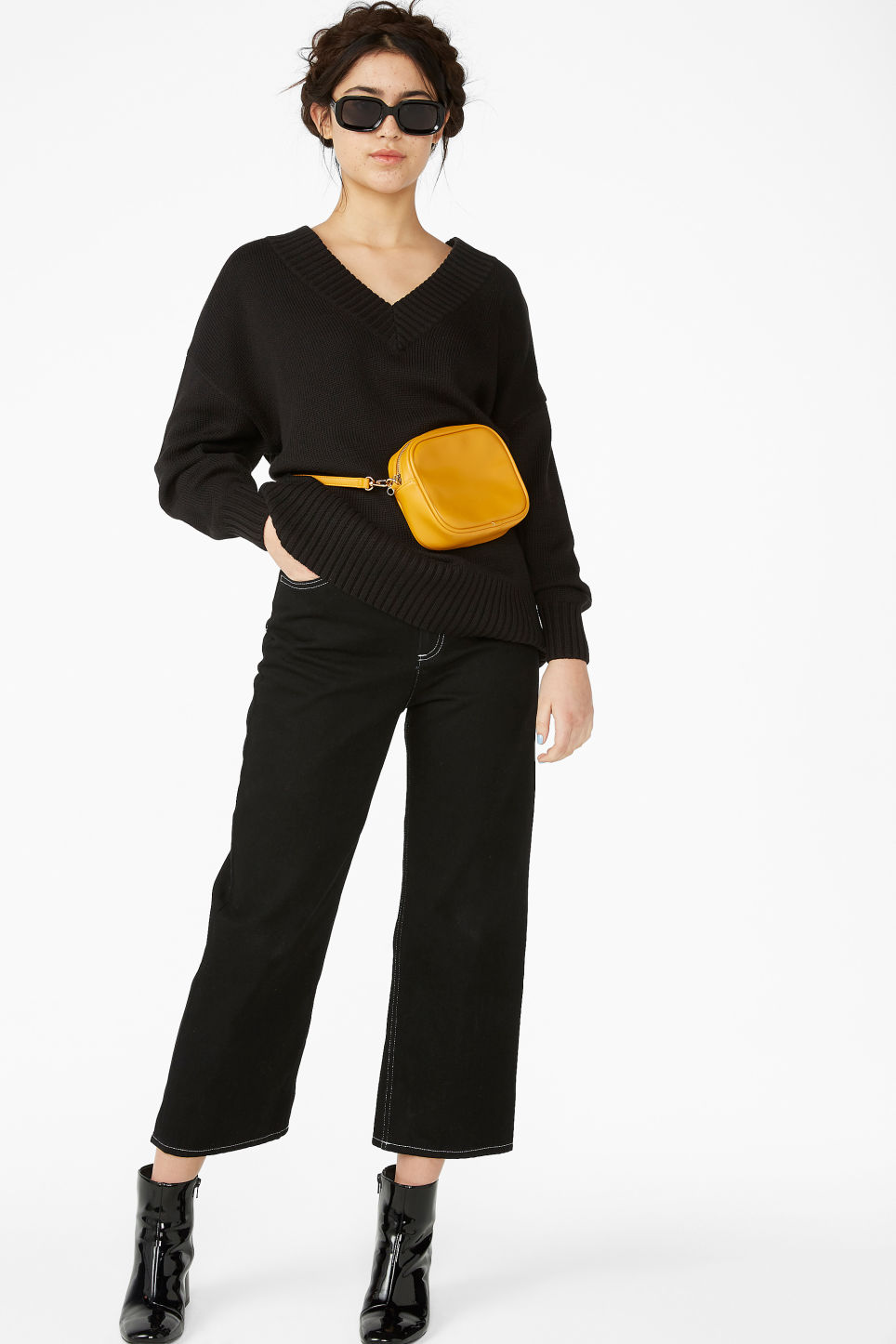 Model front image of Monki knitted v-neck sweater in black