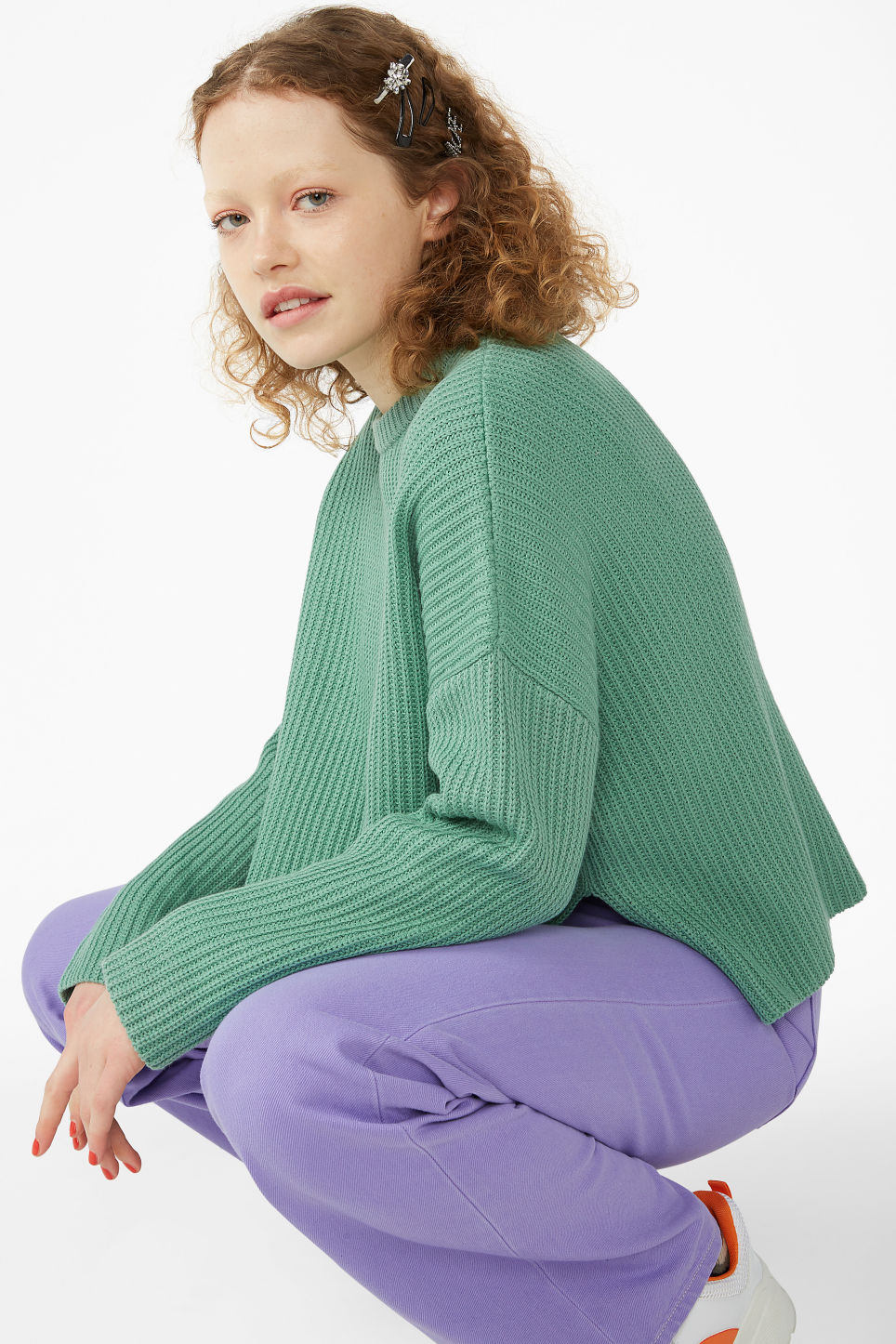 Model front image of Monki ribbed oversized sweater in green
