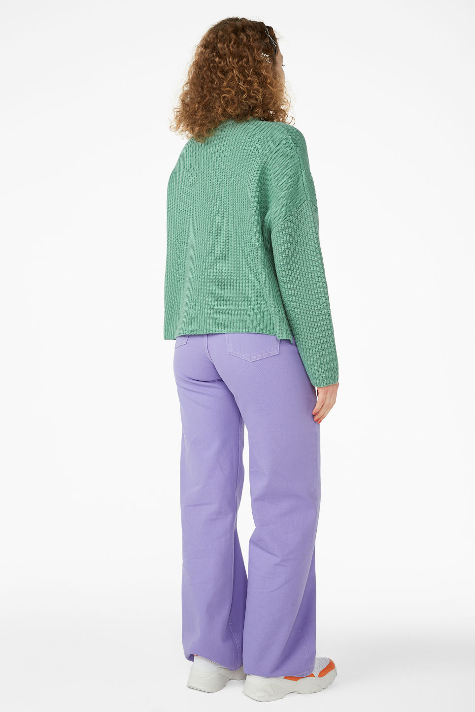 Model back image of Monki ribbed oversized sweater in green