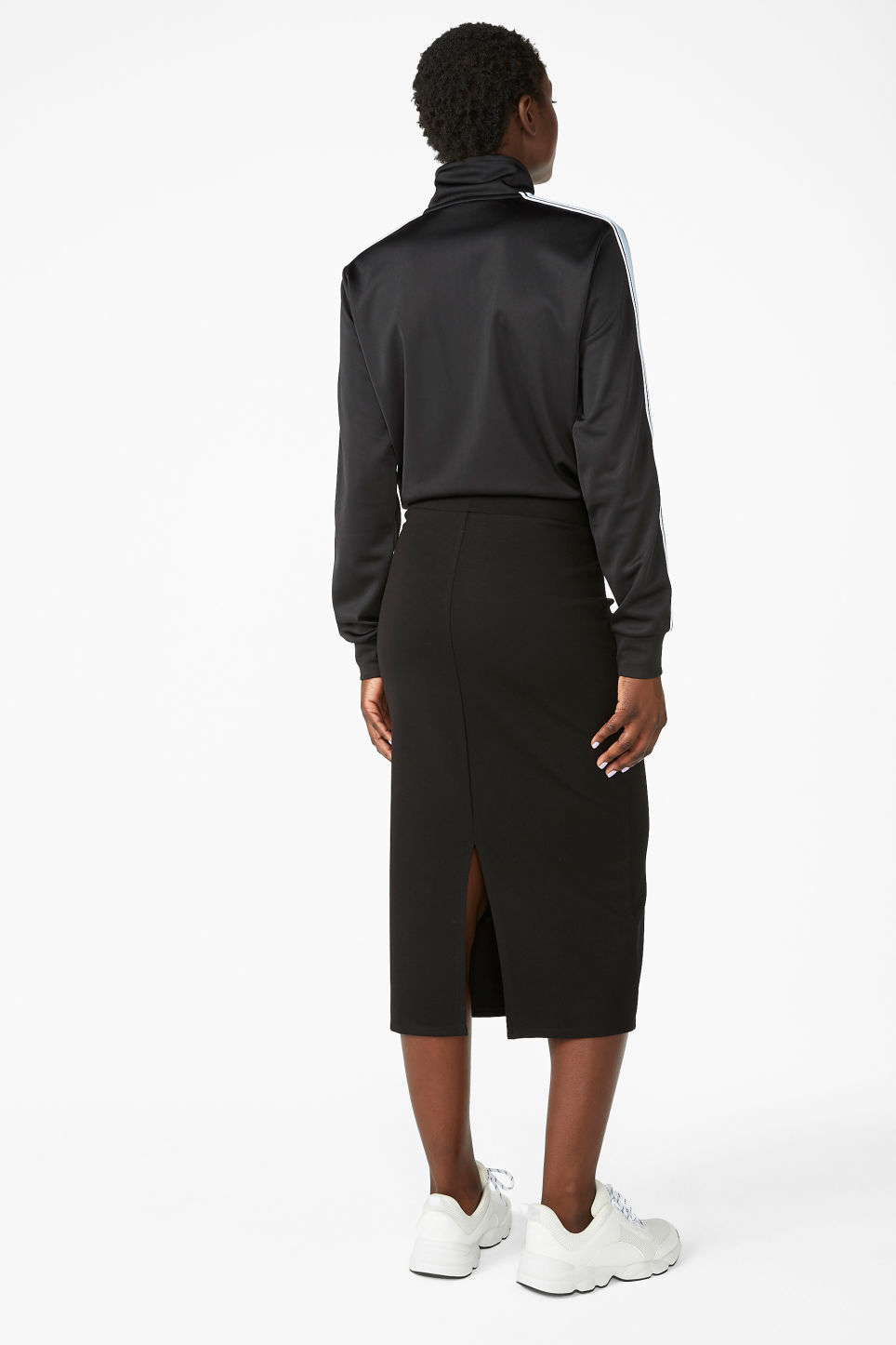 Model back image of Monki soft high-waisted skirt in black