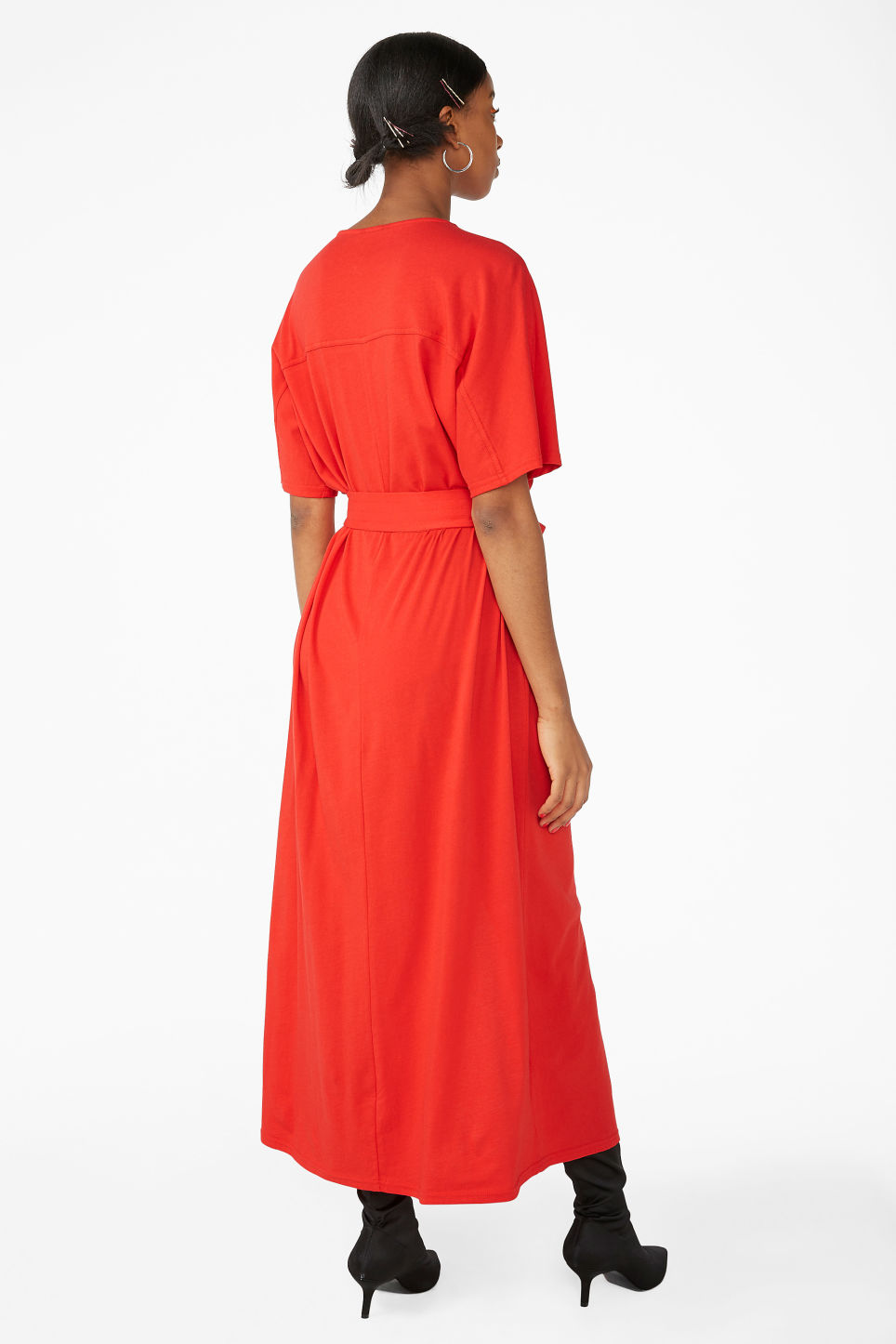 Model back image of Monki belted t-shirt dress in red