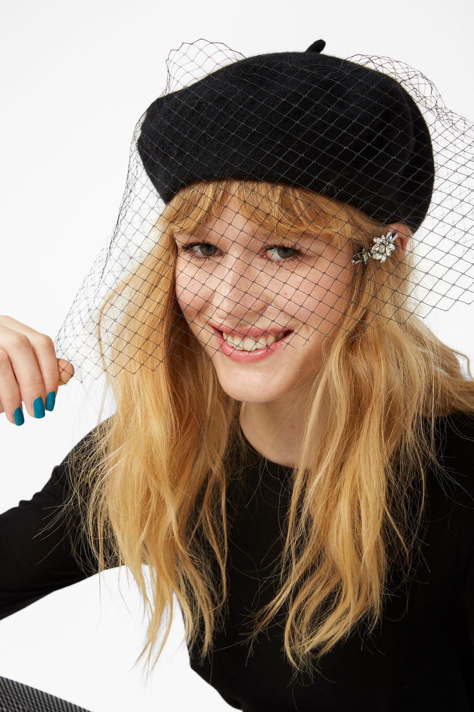 Model front image of Monki mesh veil beret in black