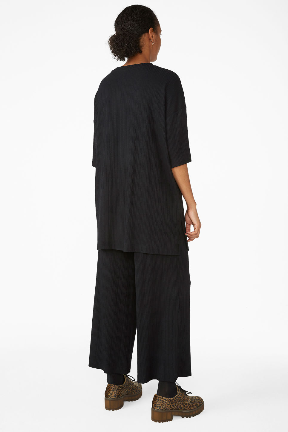 Model back image of Monki oversized t-shirt  in black