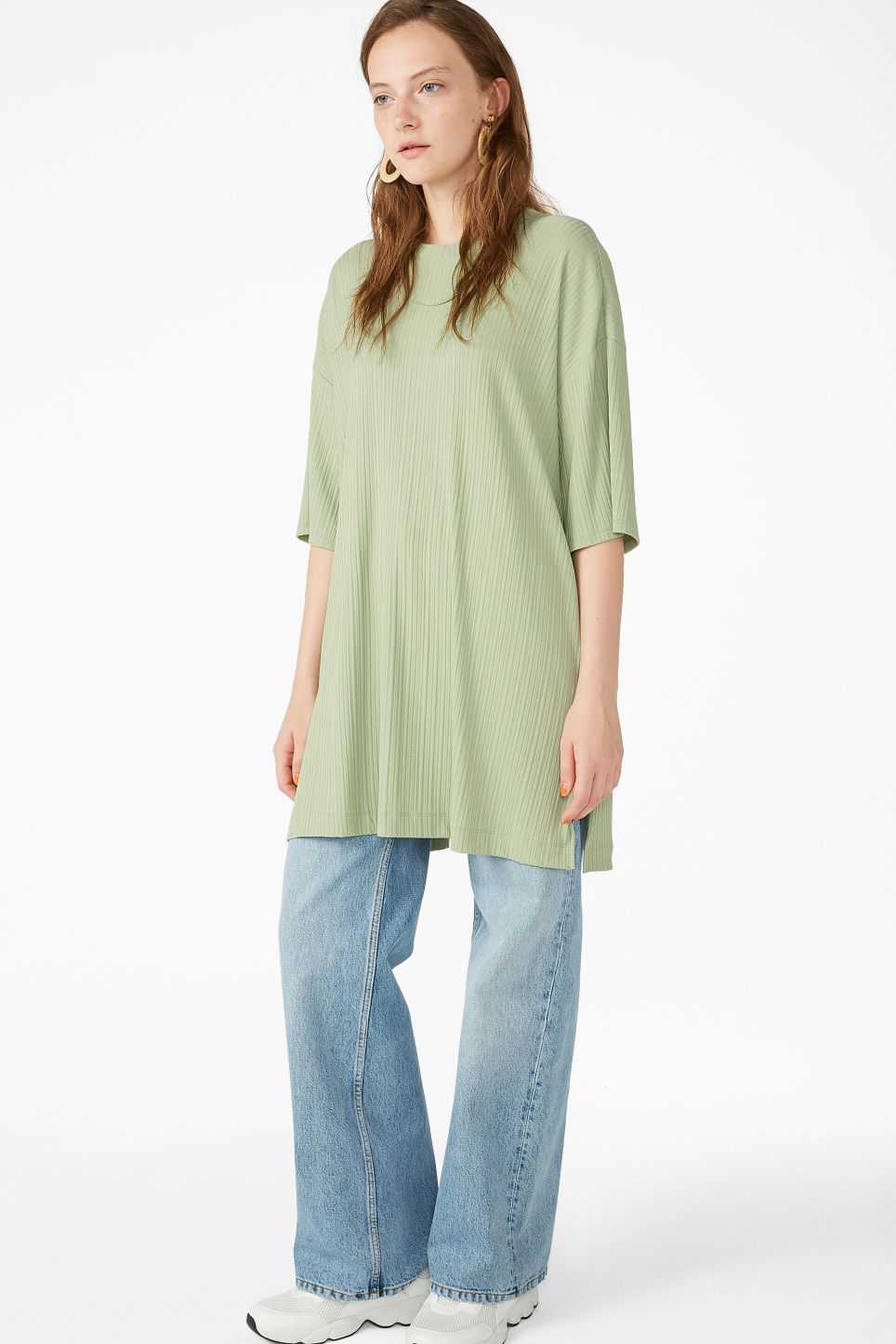 Model front image of Monki oversized t-shirt  in green