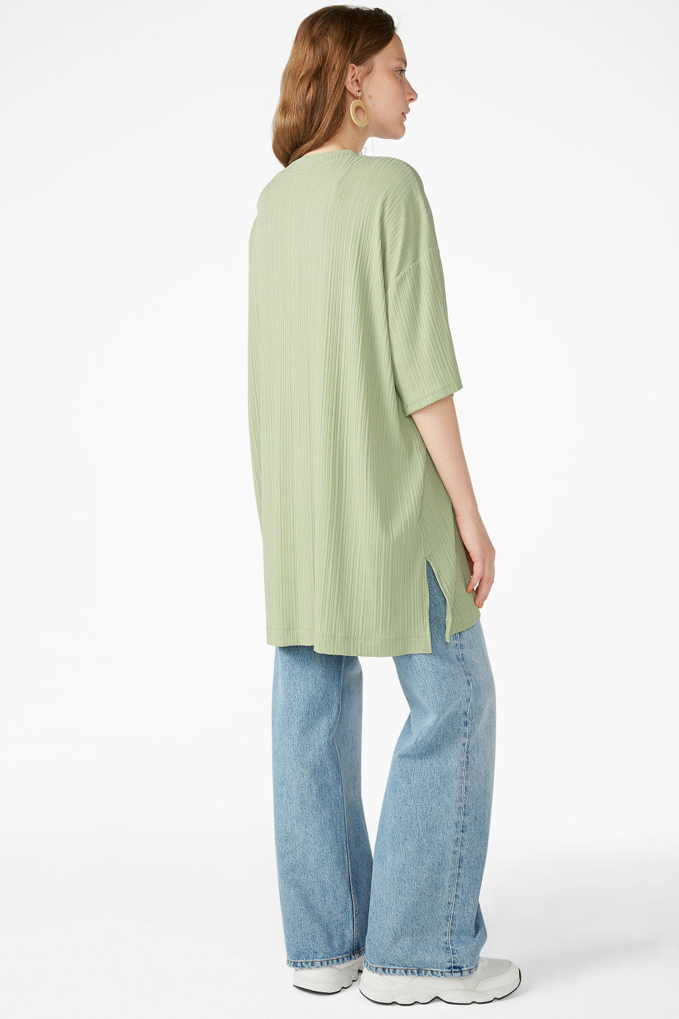 Model back image of Monki oversized t-shirt  in green