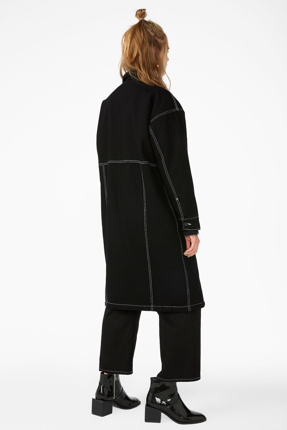 Model back image of Monki contrast stitch denim jacket  in black