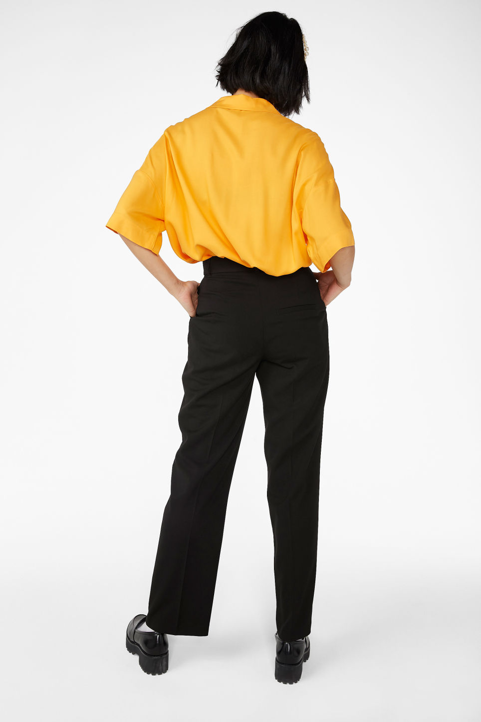 Model back image of Monki creased trousers in black