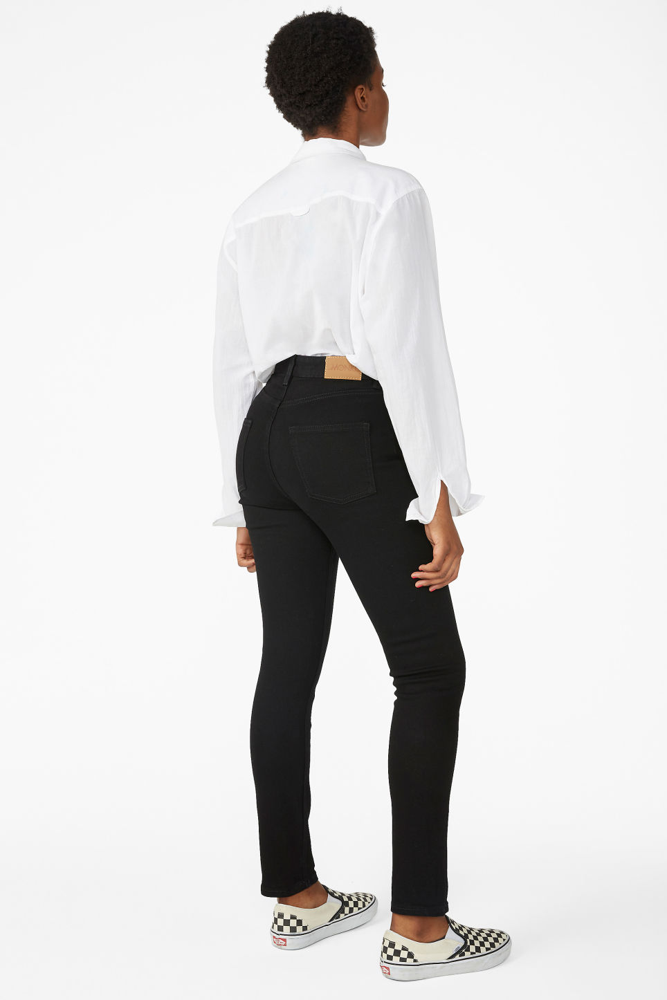 Model back image of Monki moop black jeans in black