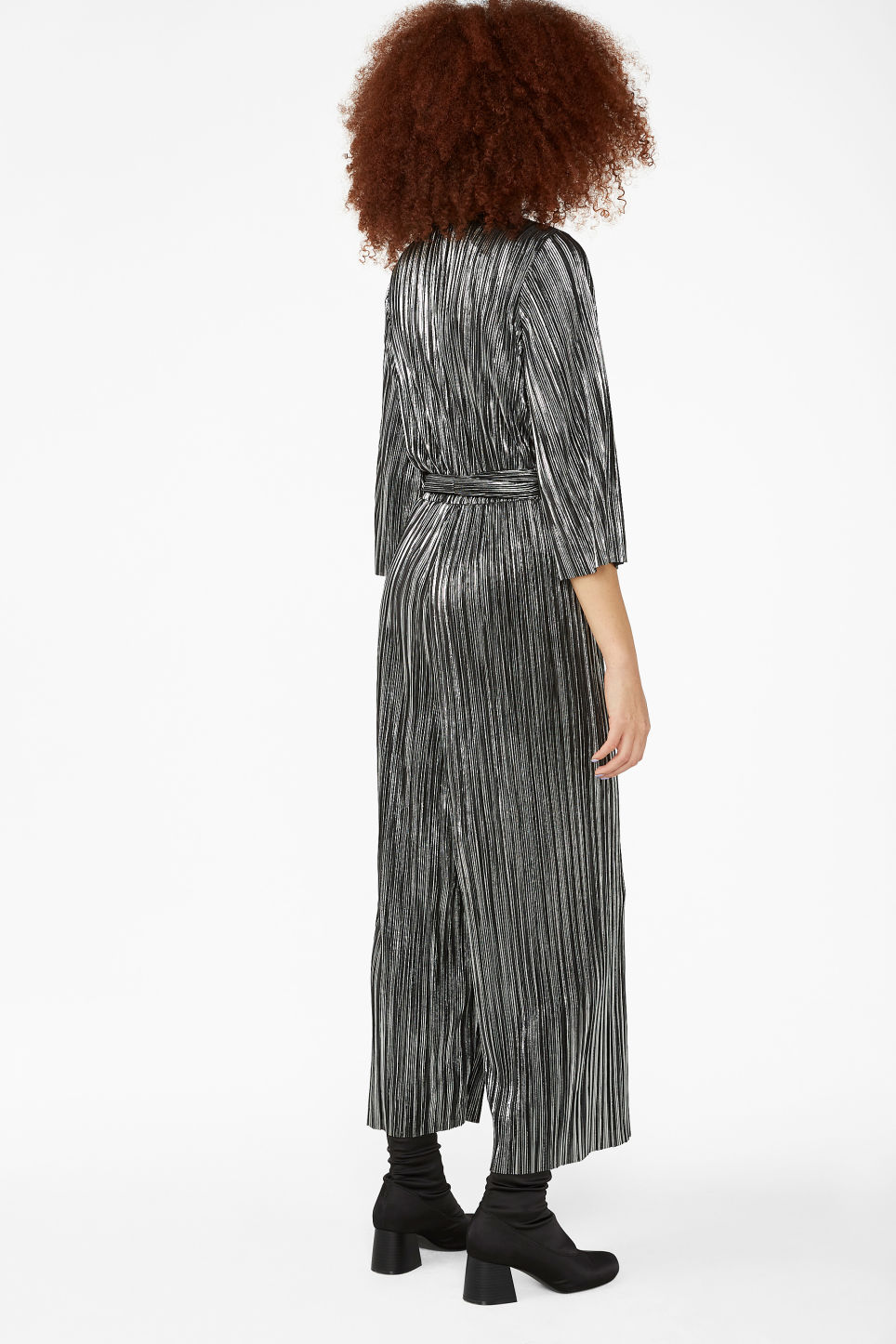 Model back image of Monki pleated jumpsuit in silver