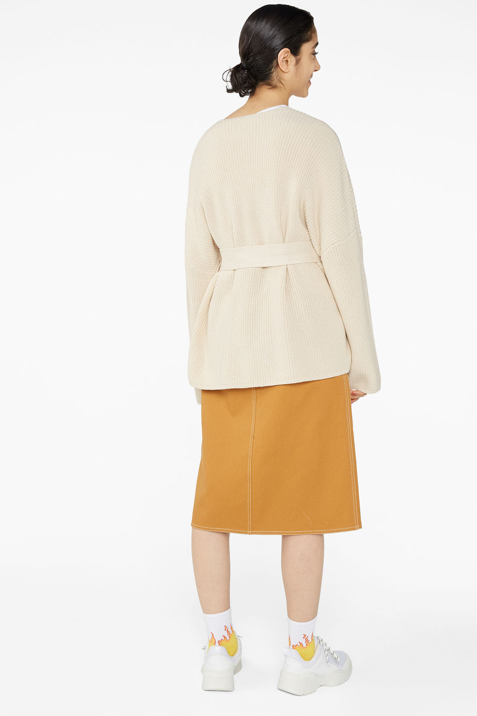 Model back image of Monki chunky knitted cardigan in beige