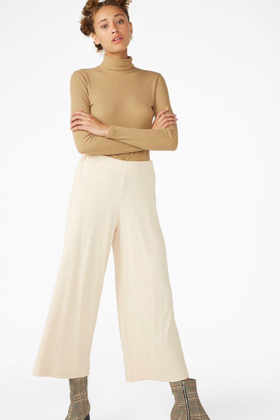 Model front image of Monki ribbed trousers in beige