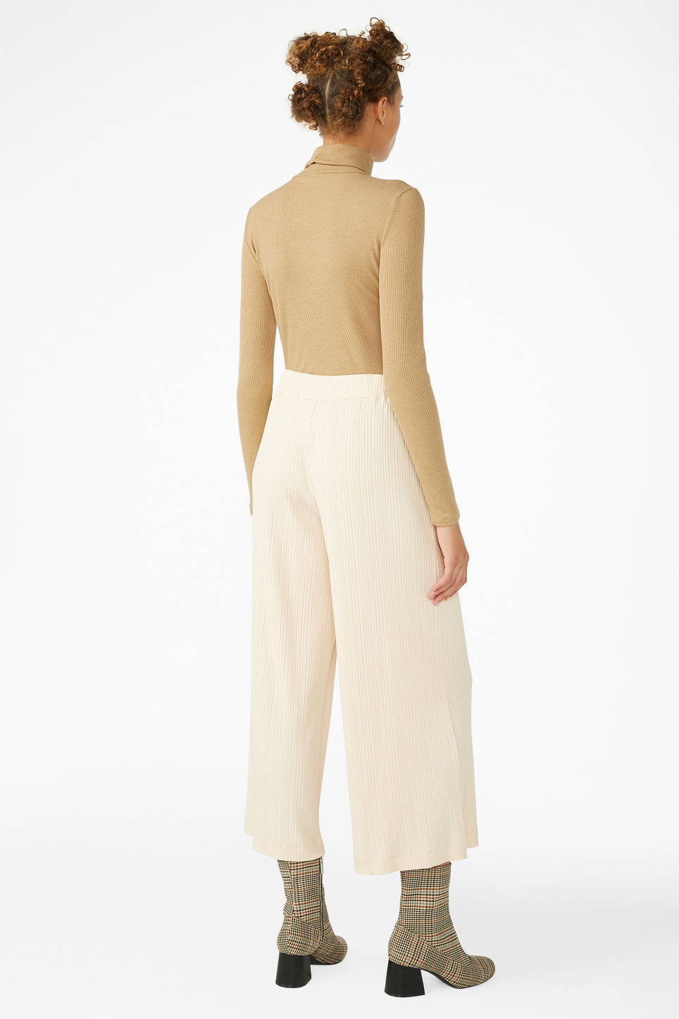 Model back image of Monki ribbed trousers in beige