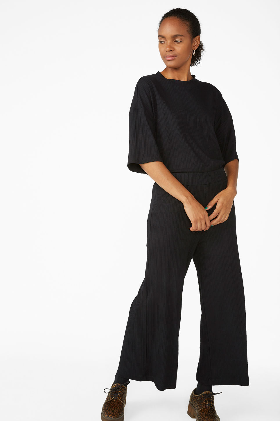 Model front image of Monki ribbed trousers in black