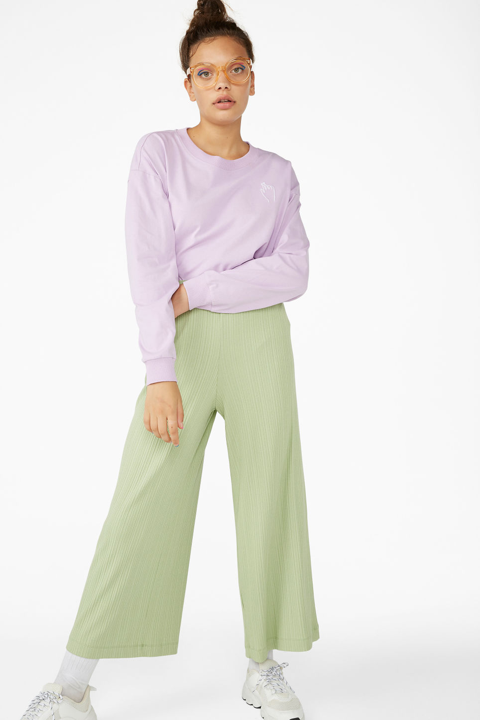 Model front image of Monki ribbed trousers in green