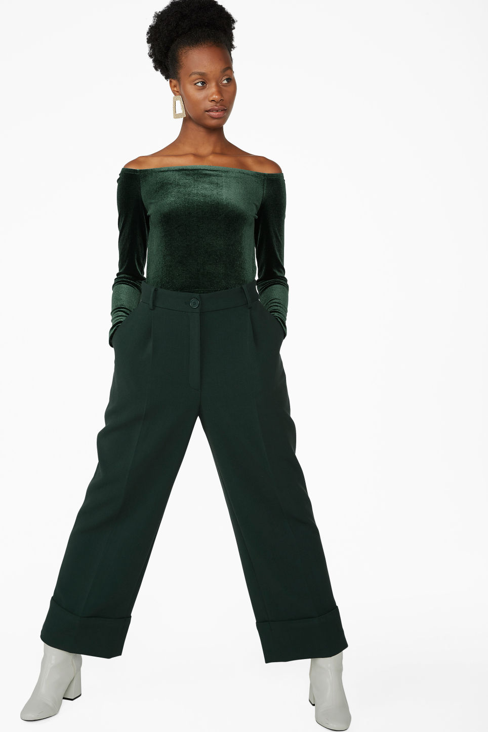 Model front image of Monki velvet crop top in green