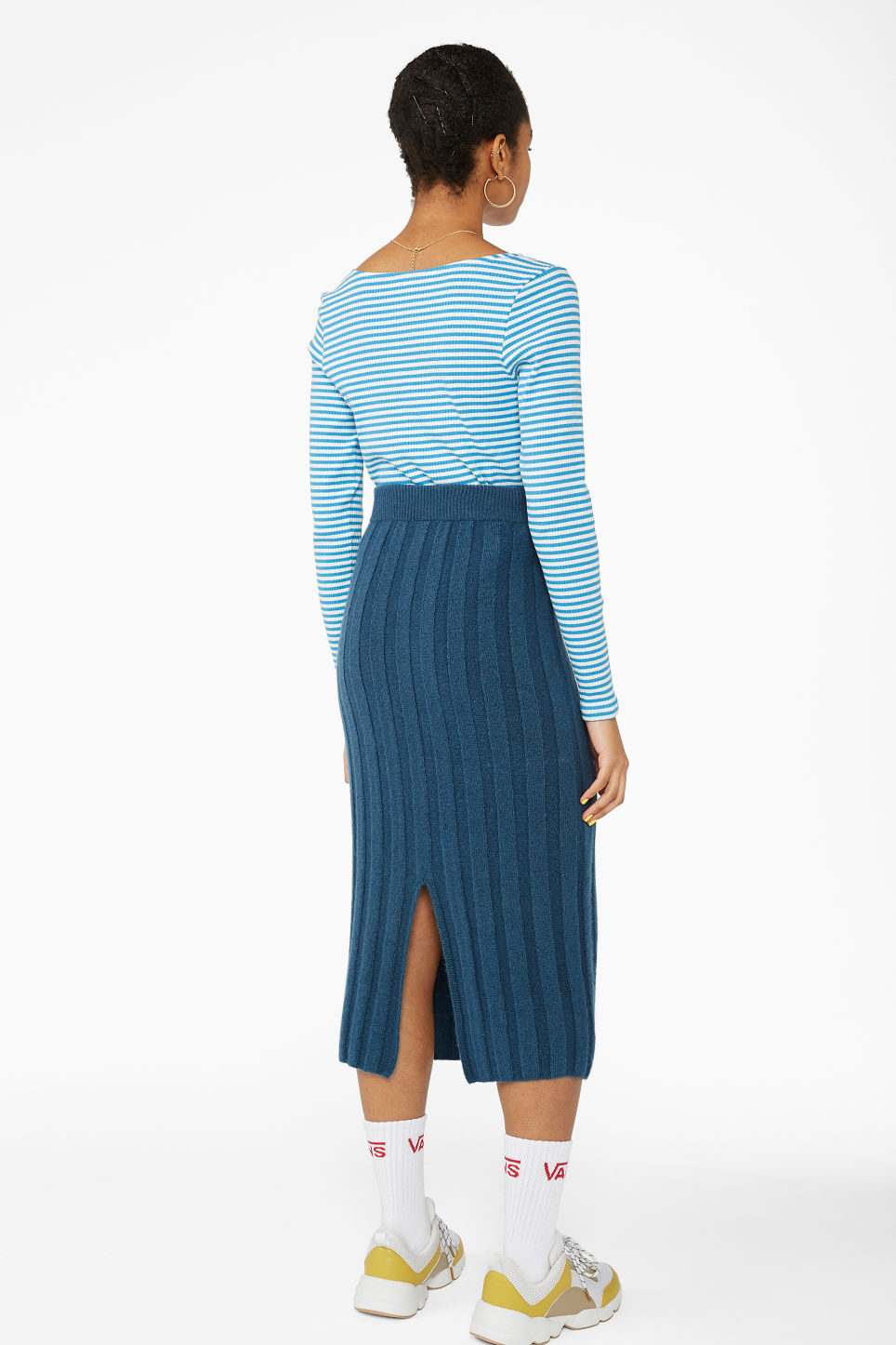 Model back image of Monki ribbed back-slit skirt in blue