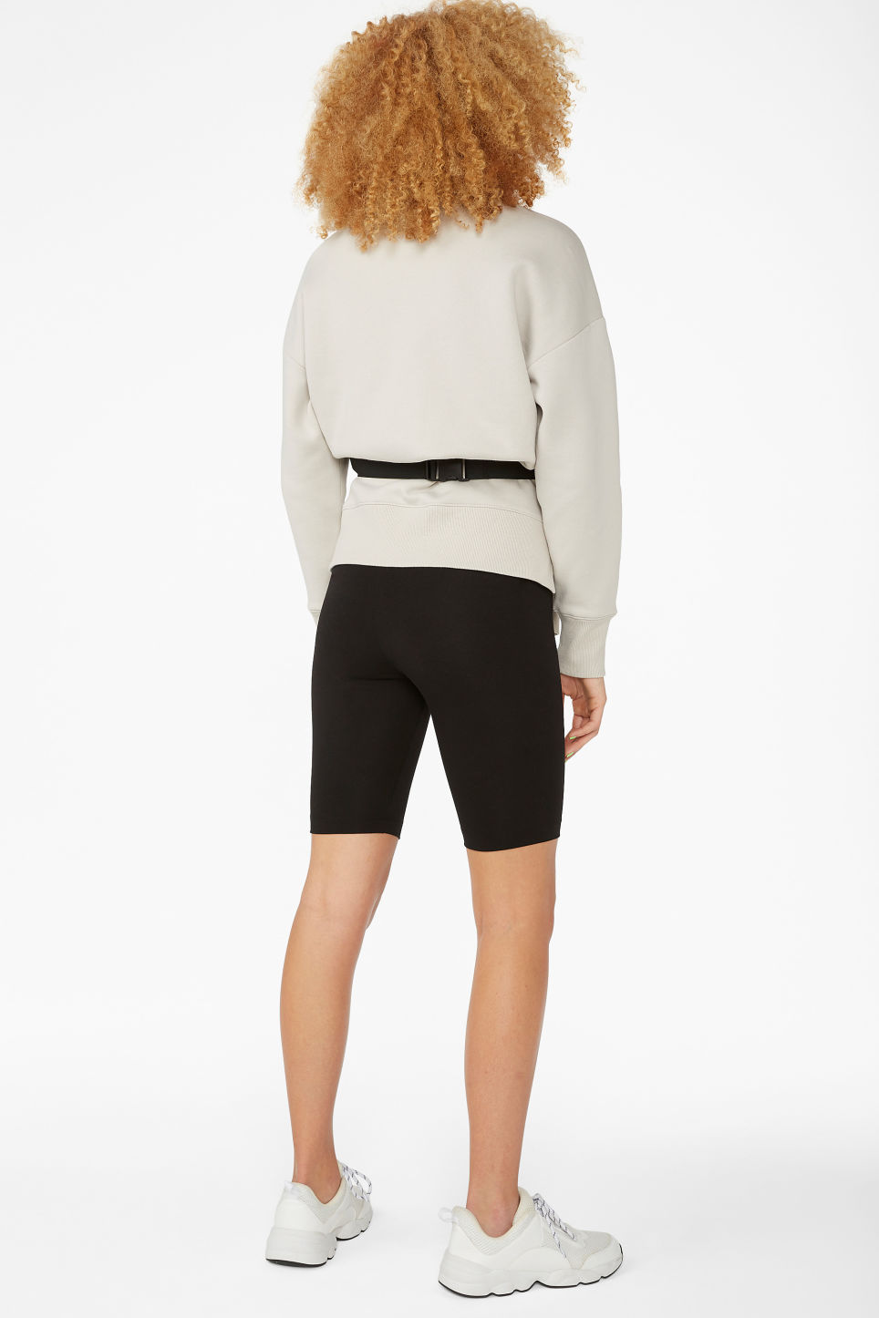 Model back image of Monki short leggings in black