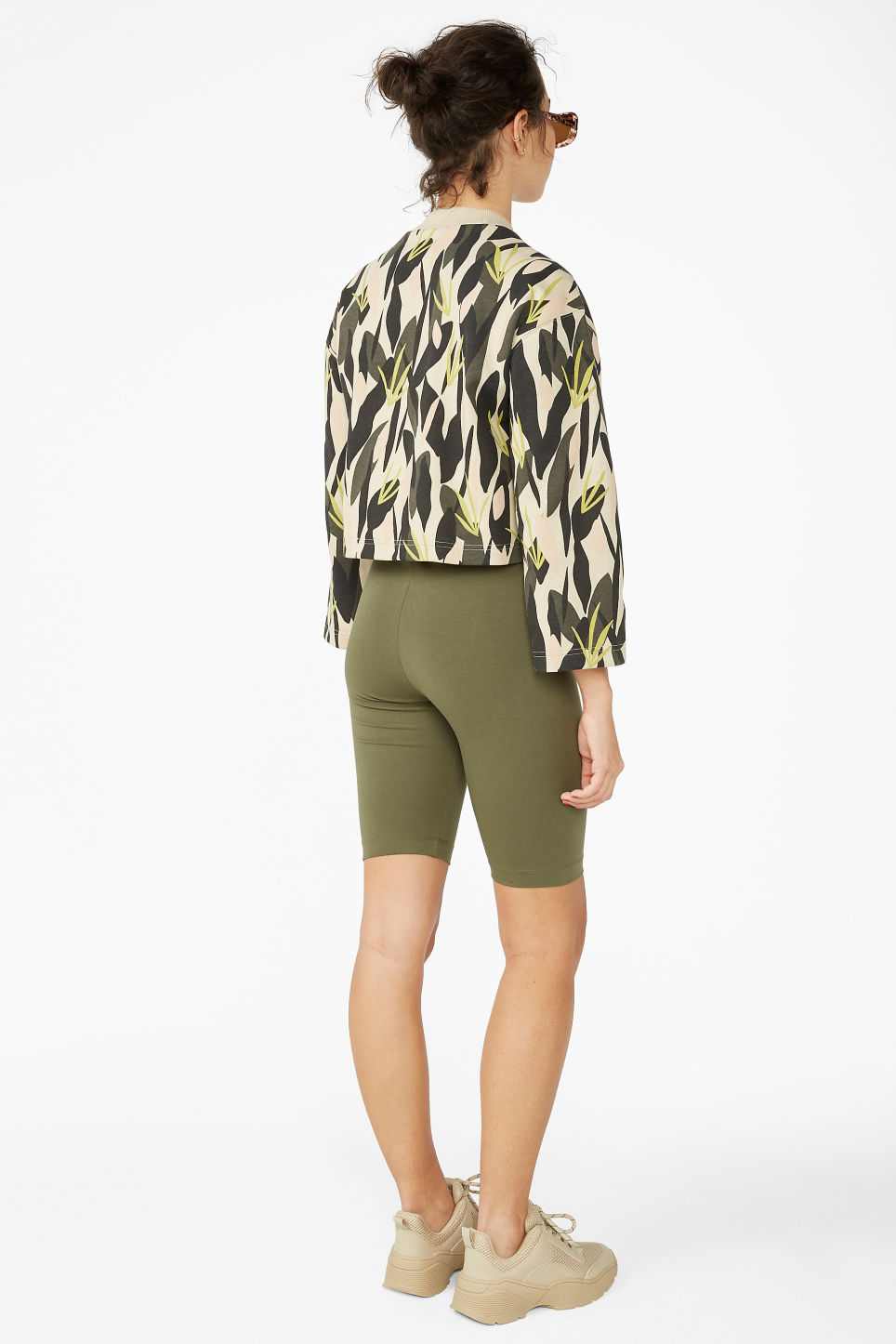 Model back image of Monki short leggings in green