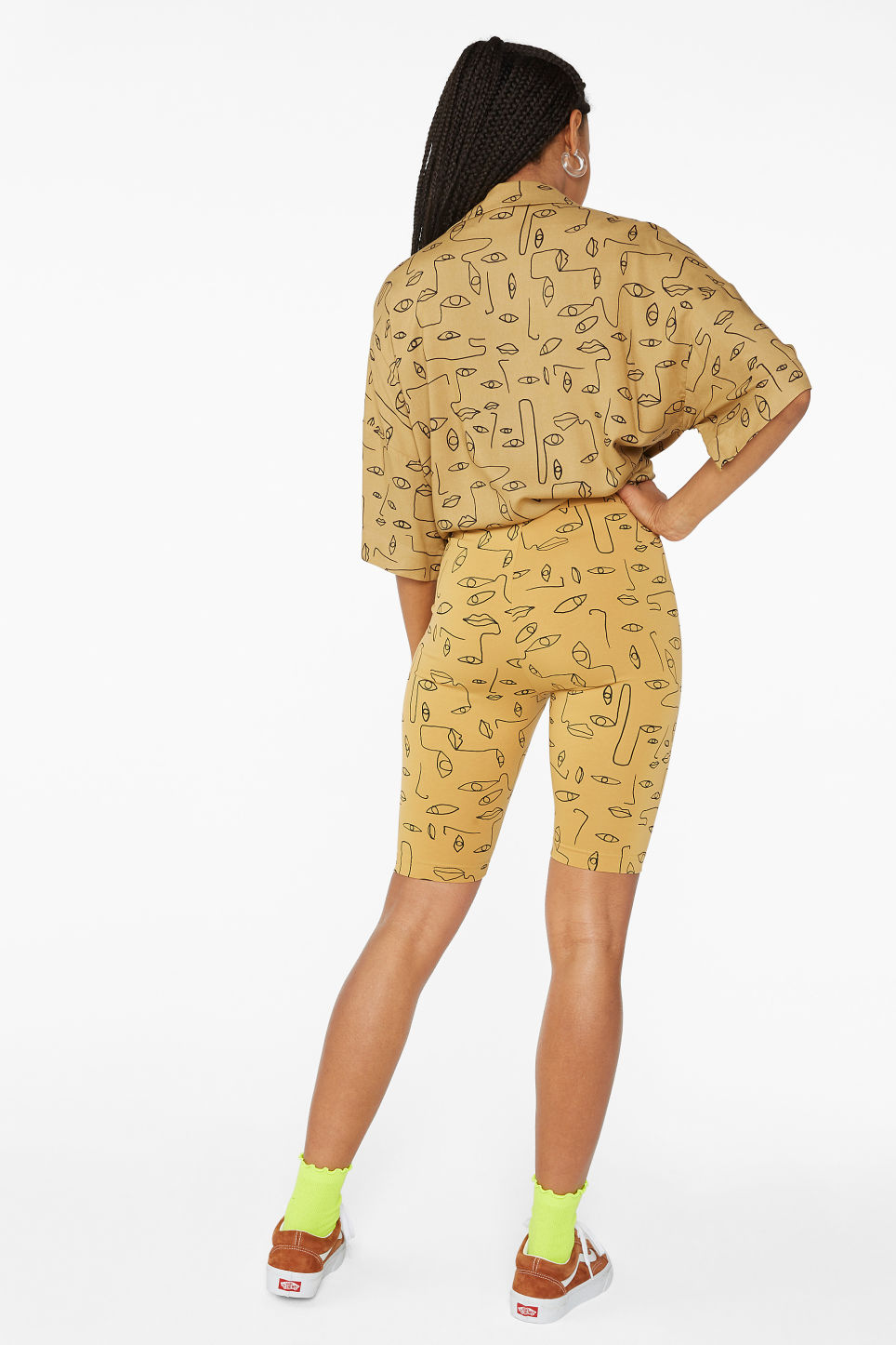 Model back image of Monki short leggings in beige