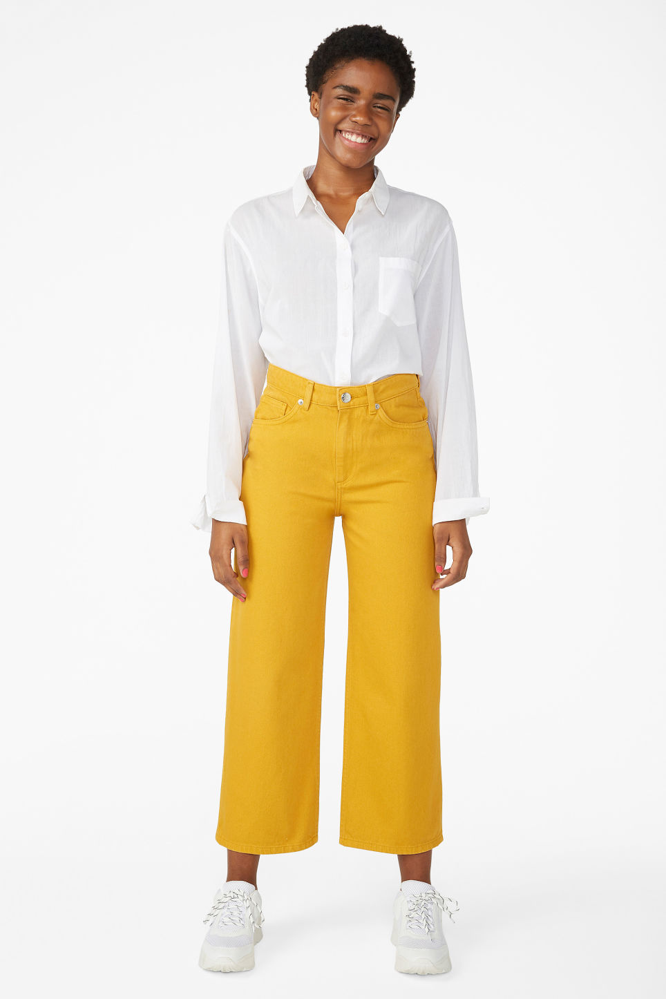 Model front image of Monki mozik mustard jeans in yellow