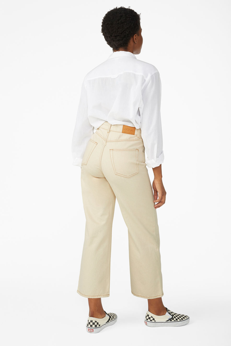 Model back image of Monki mozik off-white jeans in white