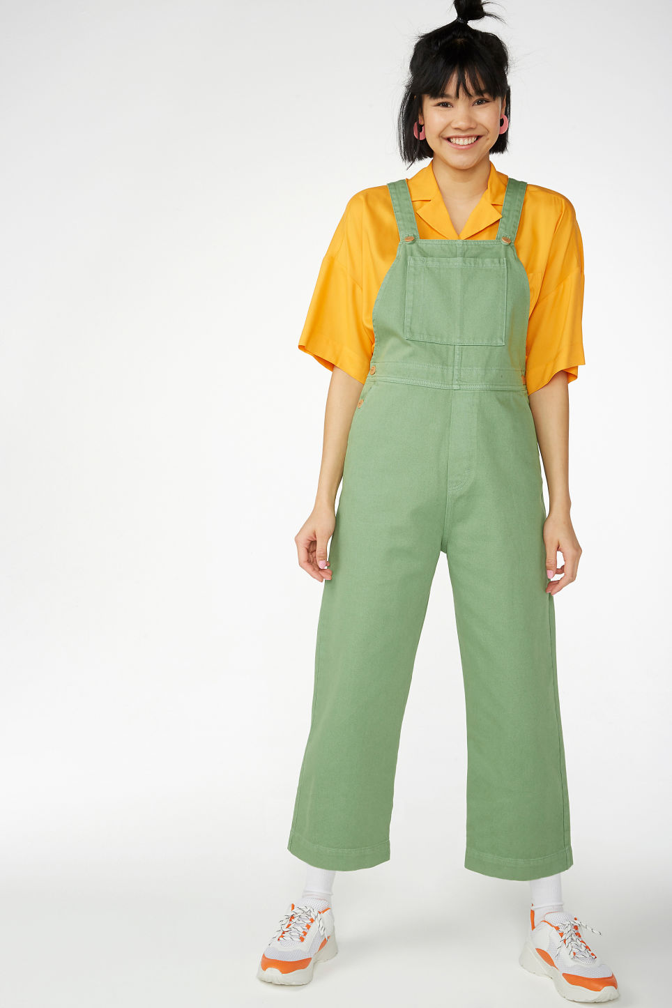 Model front image of Monki classic denim dungarees in green