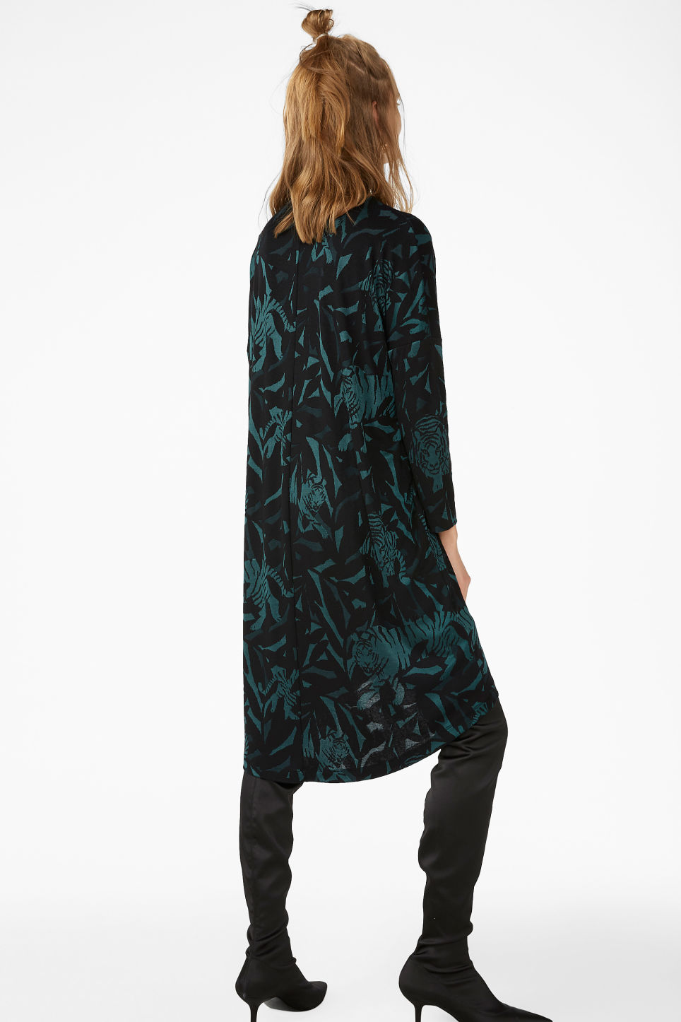 Model back image of Monki jacquard dress in green