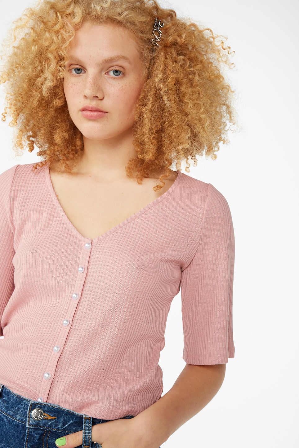 Model front image of Monki buttoned v-neck top in pink