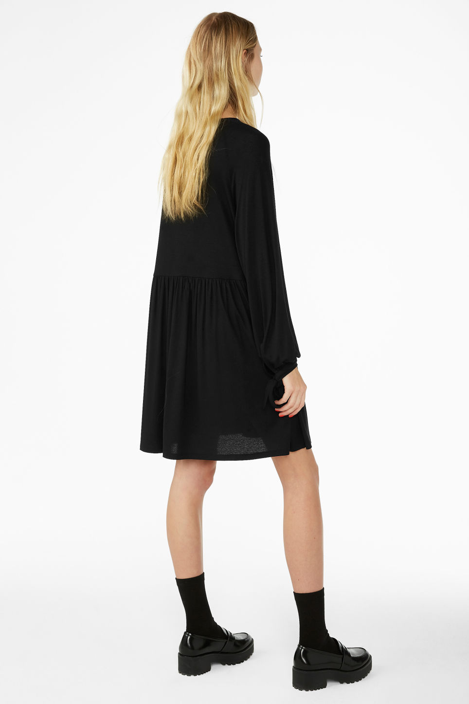 Model back image of Monki flowy tie cuff dress in black