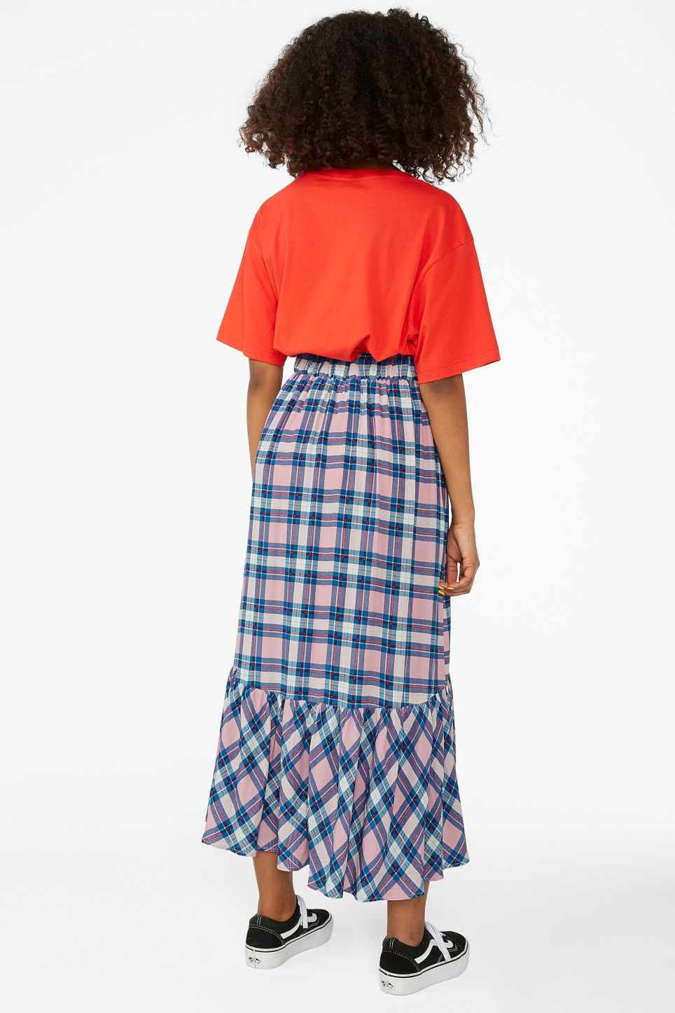 Model back image of Monki plaid flounce skirt in pink