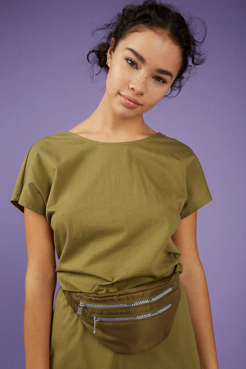 Model front image of Monki oversized back detail top in beige
