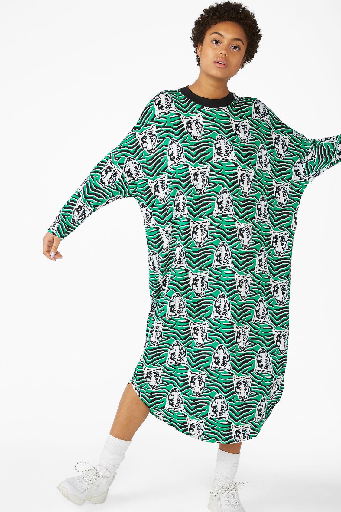 8e9dd79723 Model front image of Monki oversized shirt dress in green