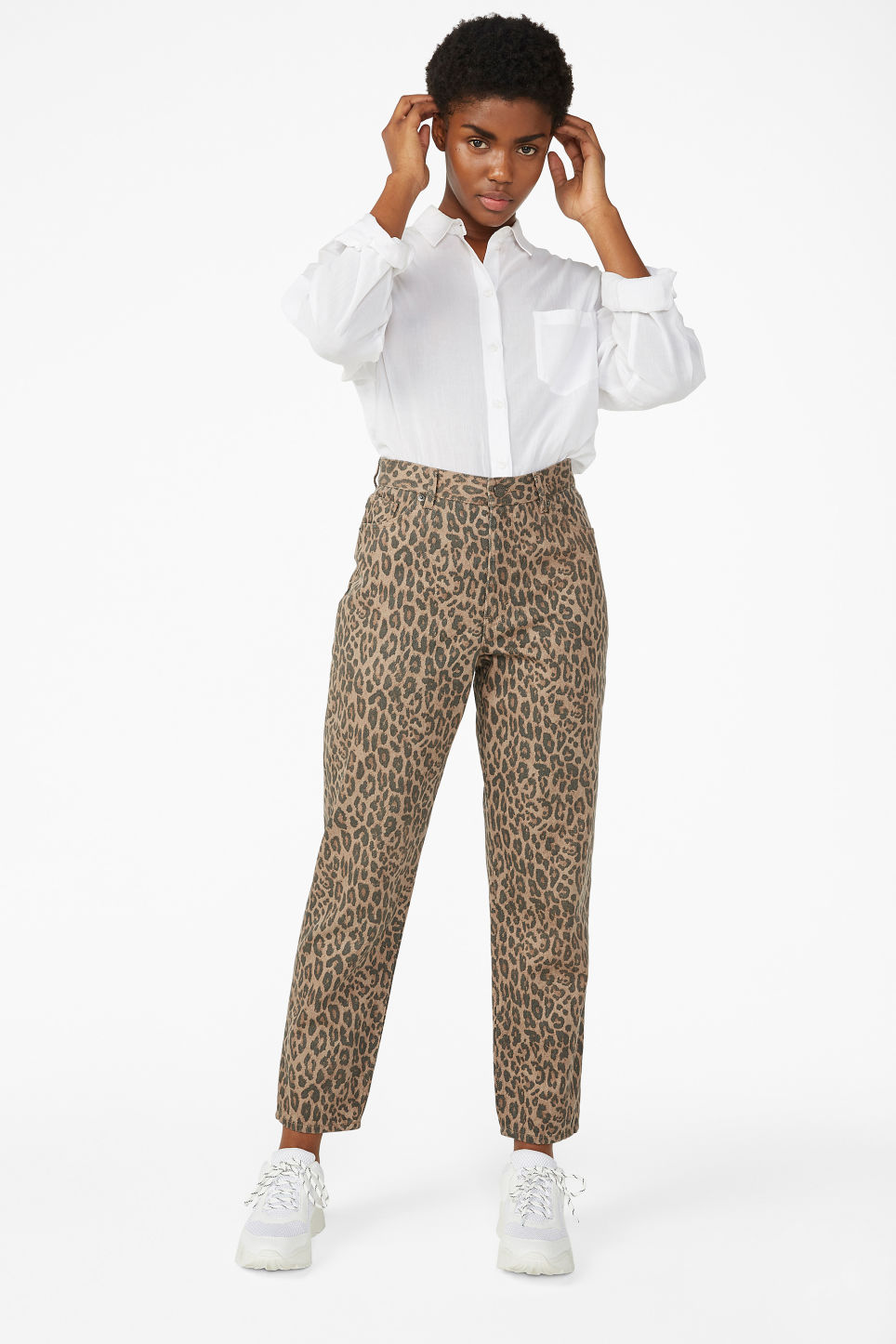 Model front image of Monki taiki leopard jeans in beige