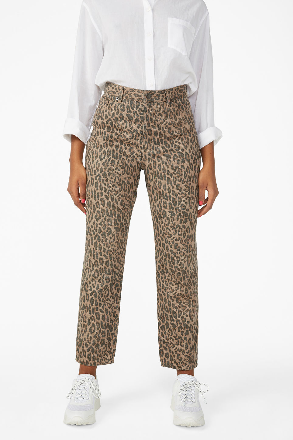 Model side image of Monki taiki leopard jeans in beige