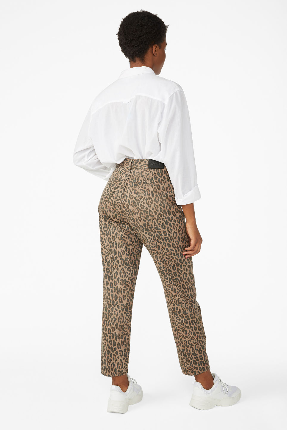 Model back image of Monki taiki leopard jeans in beige
