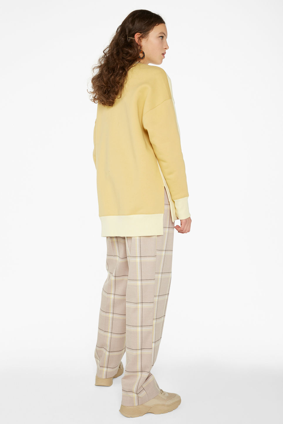 Model back image of Monki oversized sweater in yellow