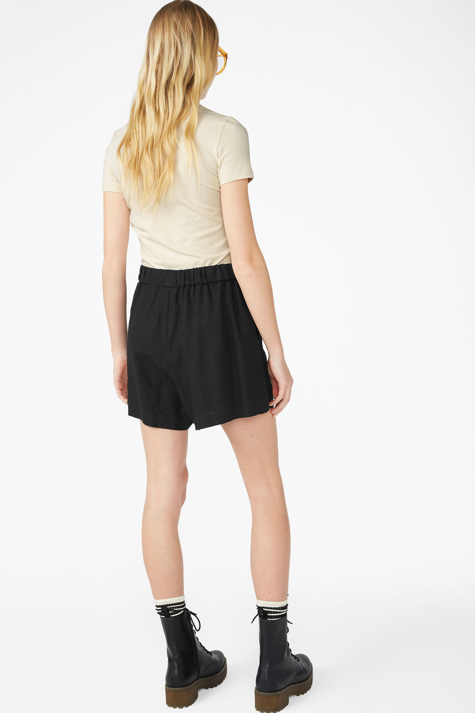 Model back image of Monki linen blend shorts in black